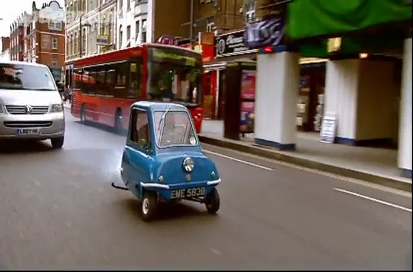 The Smallest Car In The World >> Driving The Smallest Car In The World