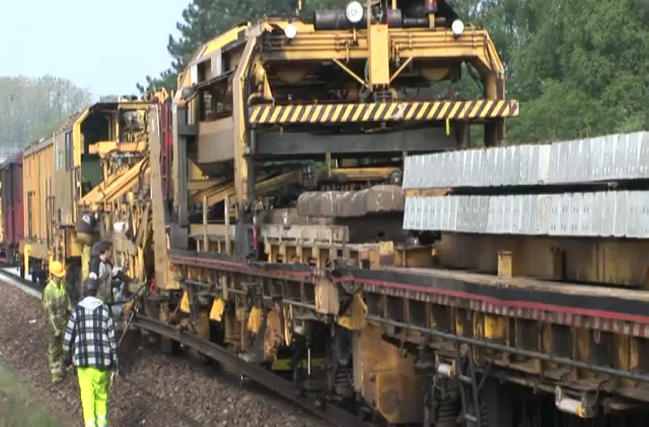 Ever seen a train lay its own track?
